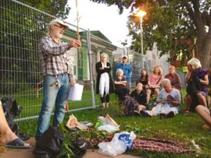 Rob McQueen leading the workshop on medicinal herbs at Queens Park on Aug. 27.